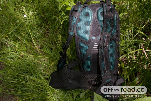 Ion Rampart 8 back of pack