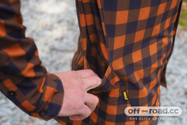 Morvelo-Overland-Back-Country-Long-Sleeve-Shirt-review-3.jpg