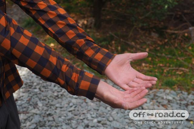 Morvelo-Overland-Back-Country-Long-Sleeve-Shirt-review-5.jpg