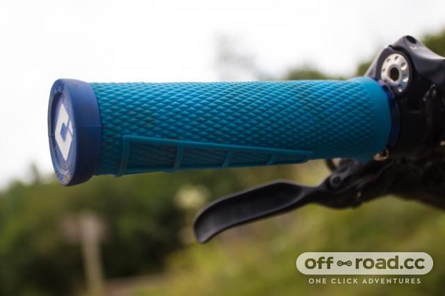 ODI Elite Flow V2.1 Lock On Grip Black