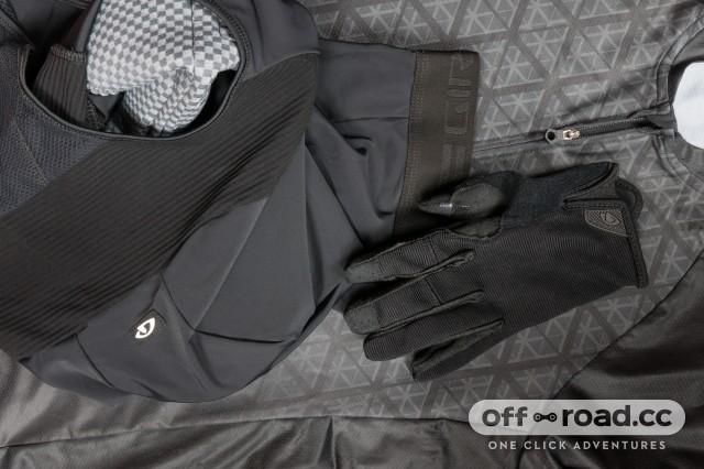 Giro-Shorts-Jersey-Gloves-Stealth.jpg