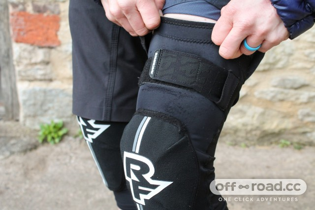 Race Face Indy D30 Knee Guards-3.jpg