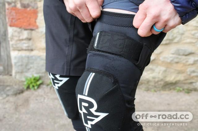 Race Face Indy D30 Knee Guards-3.jpg