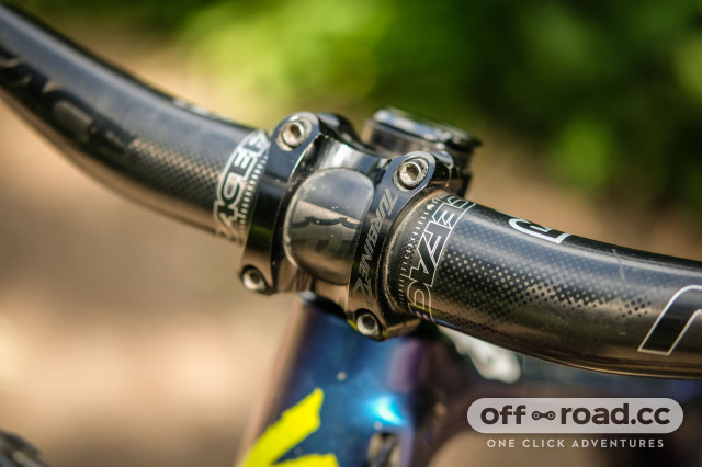 RaceFace Aeffect Next carbon 35mm stem and bars-4.jpg