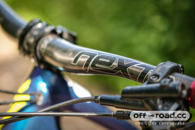 RaceFace Aeffect Next carbon 35mm stem and bars-5.jpg