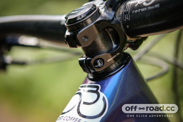 RaceFace Aeffect Next carbon 35mm stem and bars-6.jpg