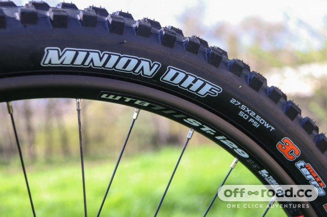 Santa Cruz Nomad R Alloy Detail Tyres-5.jpg