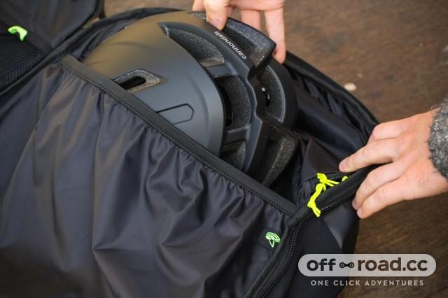 Scott Race Day 60 backpack - helmet pouch.jpg