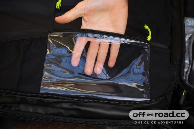 Scott Race Day 60 backpack - zippable pocket.jpg