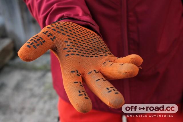 Showers Pass Crosspoint Waterproof Knit Gloves-2.jpg
