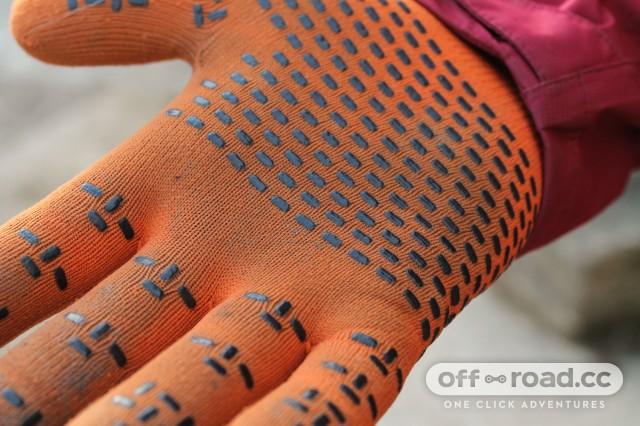 Showers Pass Crosspoint Waterproof Knit Gloves-3.jpg