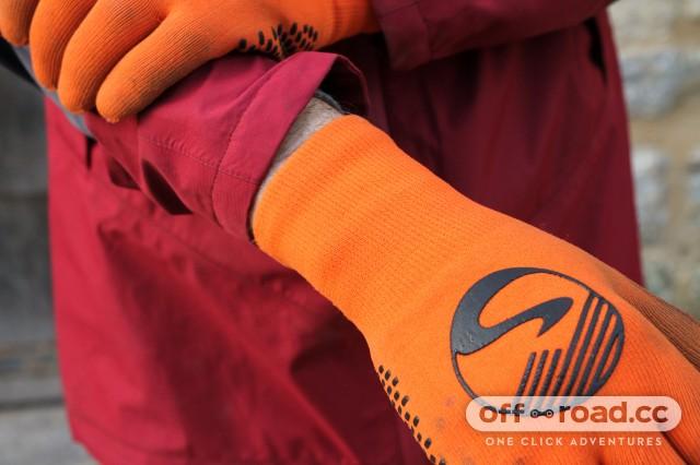 Showers Pass Crosspoint Waterproof Knit Gloves-4.jpg