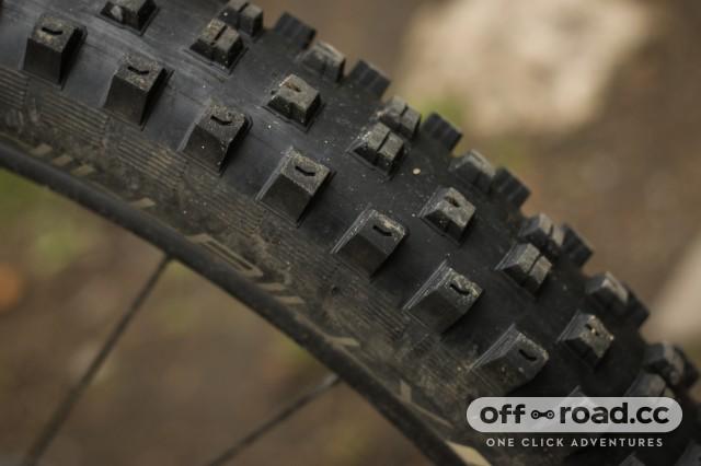 Specialized Hillbilly 2.6 Gripton GRID Tyre-2.jpg