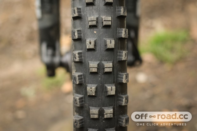 Specialized Hillbilly 2.6 Gripton GRID Tyre-4.jpg