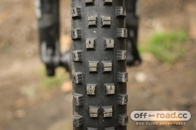 Specialized Hillbilly 2.6 Gripton GRID Tyre-4.jpg