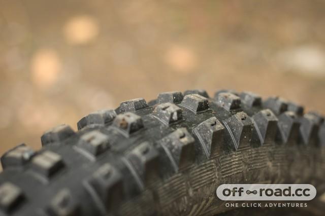 Specialized Hillbilly 2.6 Gripton GRID Tyre-5.jpg