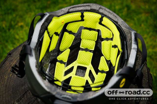 Specialized MIPS ANGi Helmets Ambush-16.jpg