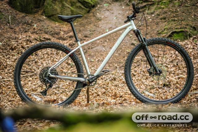 Specialized Rockhopper Expert 2020 Whole bike 2.jpg