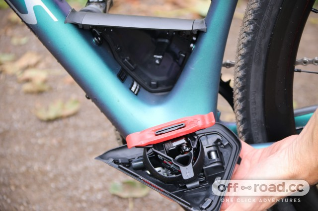 Specialized S-Works Diverge - tool box 3.jpg