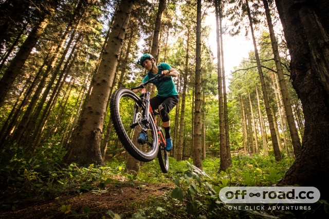 Specialized Stumpjumper Women's Comp -10 riding .jpg