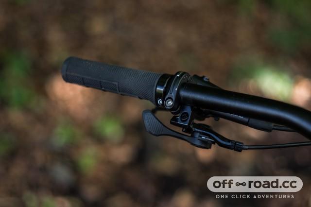 Specialized Stumpjumper Women's Comp Alloy 27.5 dropper post lever-20.jpg