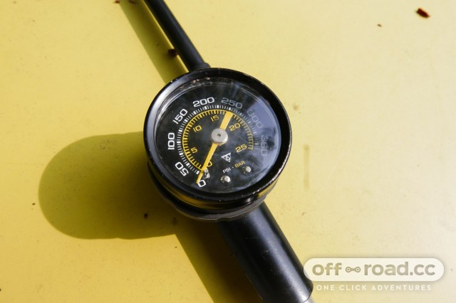 Topeak-Pocketshock-DXG-shock-pump-review-103.jpg