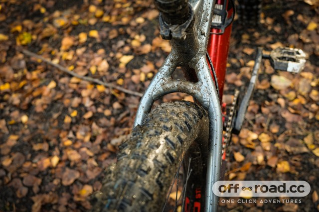 Vitus Sentier 27 VRS hardtail Detail Tyre clearance-18.jpg