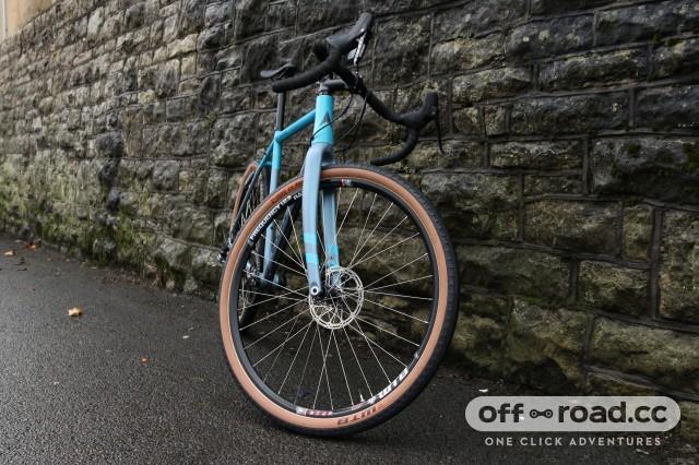 Vitus Substance V2 Apex-Wheel tyre fork4.jpg