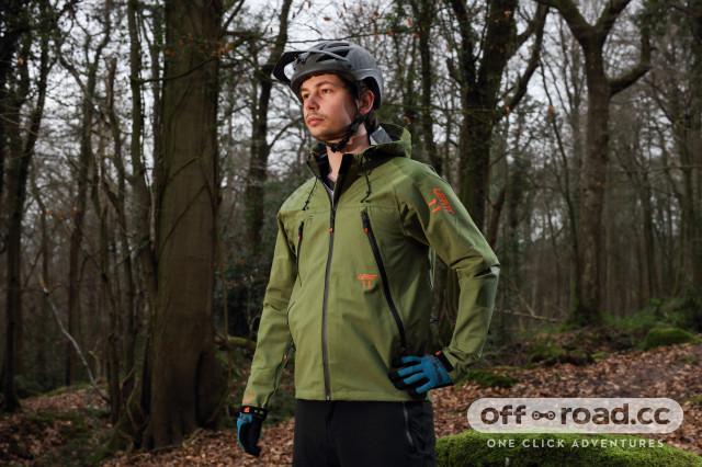 leatt dbx 5.0 all mountain jacket hero