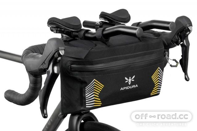 apidura-racing-handlebar-pack-5l-on-bike-2.jpg