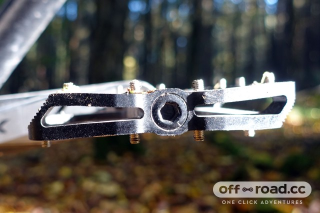 eXotic-Alloy-Flat-pedals-side.jpg