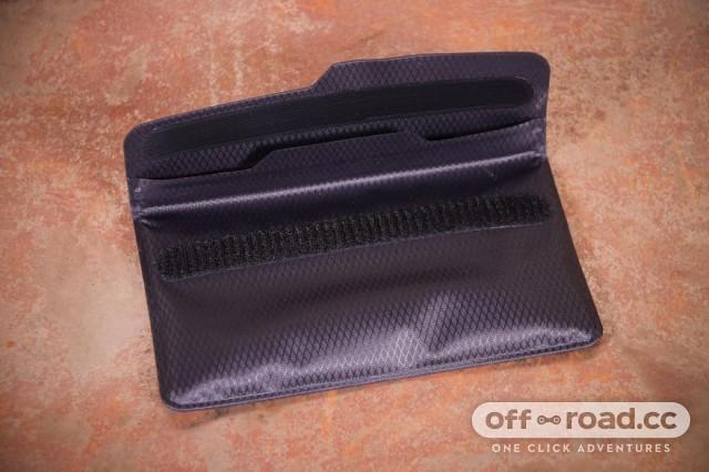 fickaskap-waterproof-phone-and-valuable-wallet-velcro.jpg