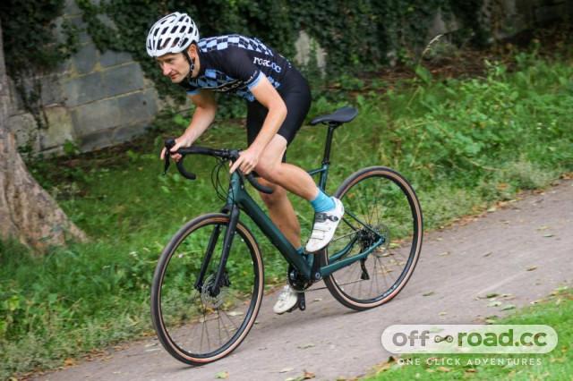 gt-grade-carbon-expert-riding-4.jpg