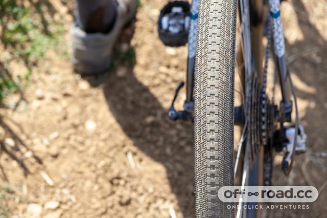 halo-gravel-tyre-range-RXR-2 straight.jpg