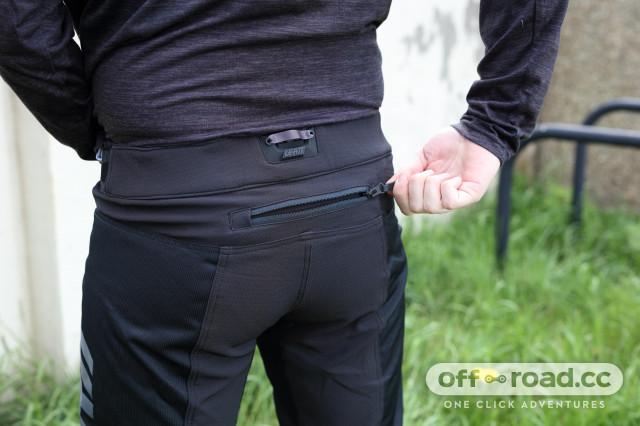 leatt dbx 4.0 short back pocket.jpg