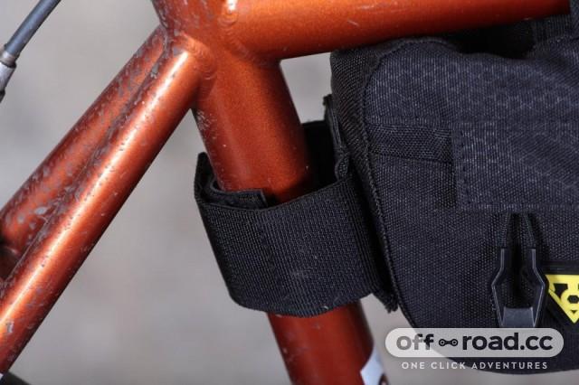 topeak-midloader-seat-post-strap.jpg