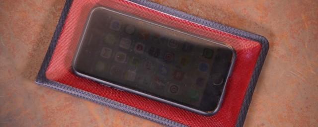 fickaskap-waterproof-phone-and-valuable-wallet.jpg