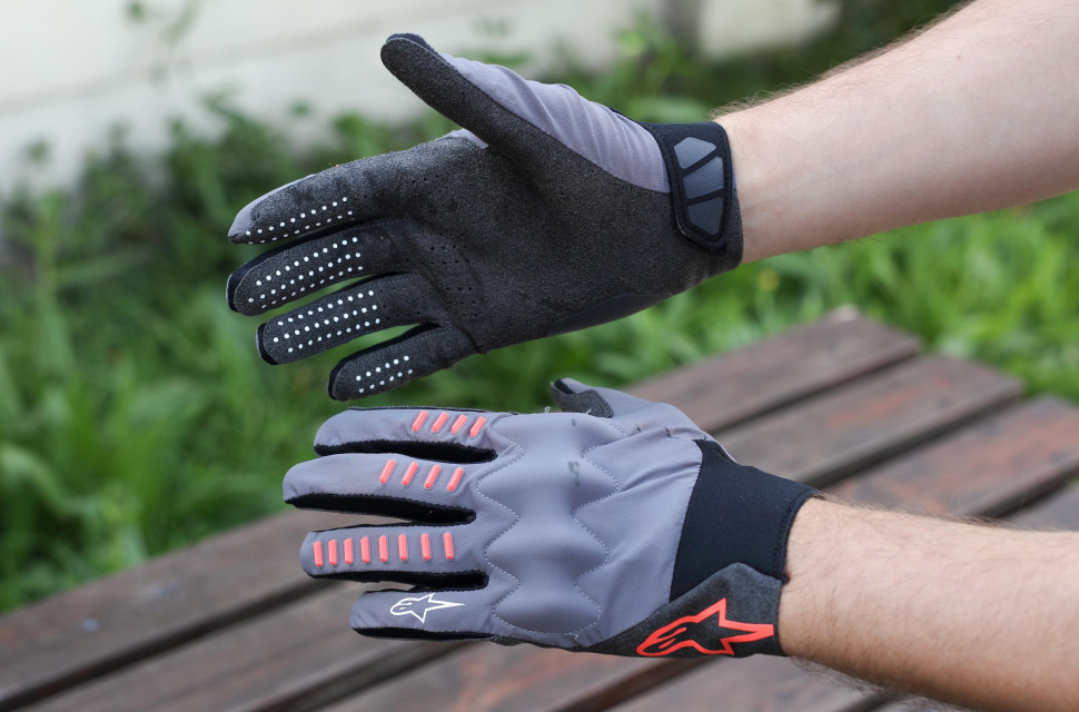 2020 Alpinestars techstar gloves hero.jpg