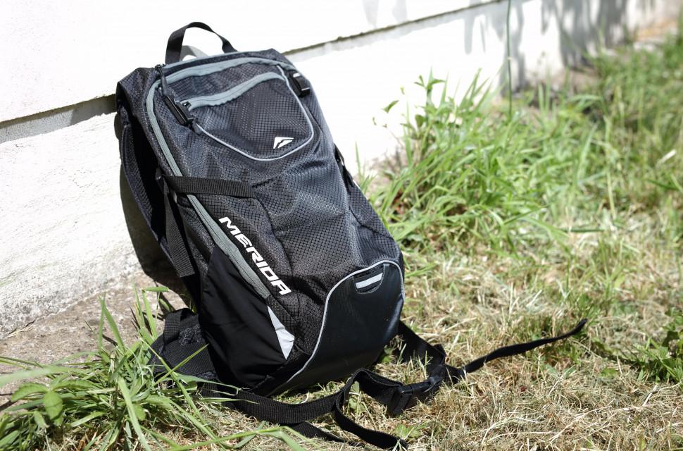 2020 Merida FIFTEEN II backpack hero.jpg
