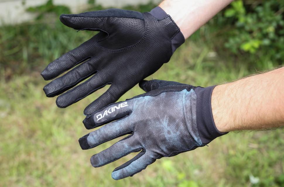 2020 dakine thrillium glove hero.jpg