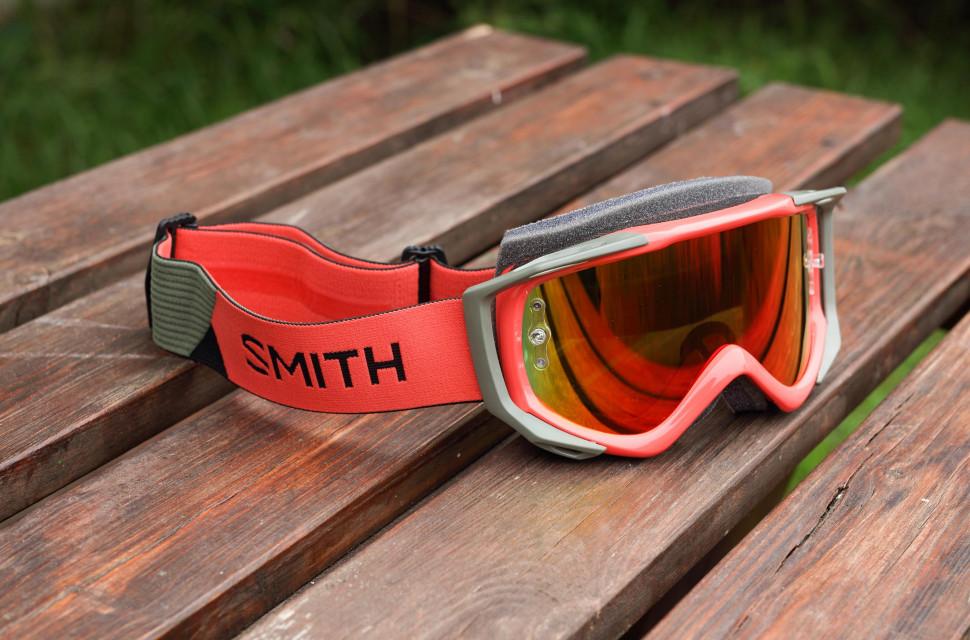 2020 smith optics fuel v2 hero.jpg