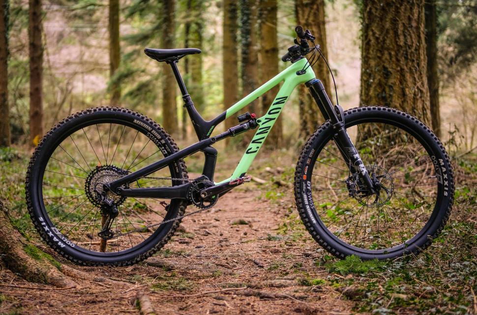 2021 Canyon Spectral 29 CF 8 Whole bike-4.jpg