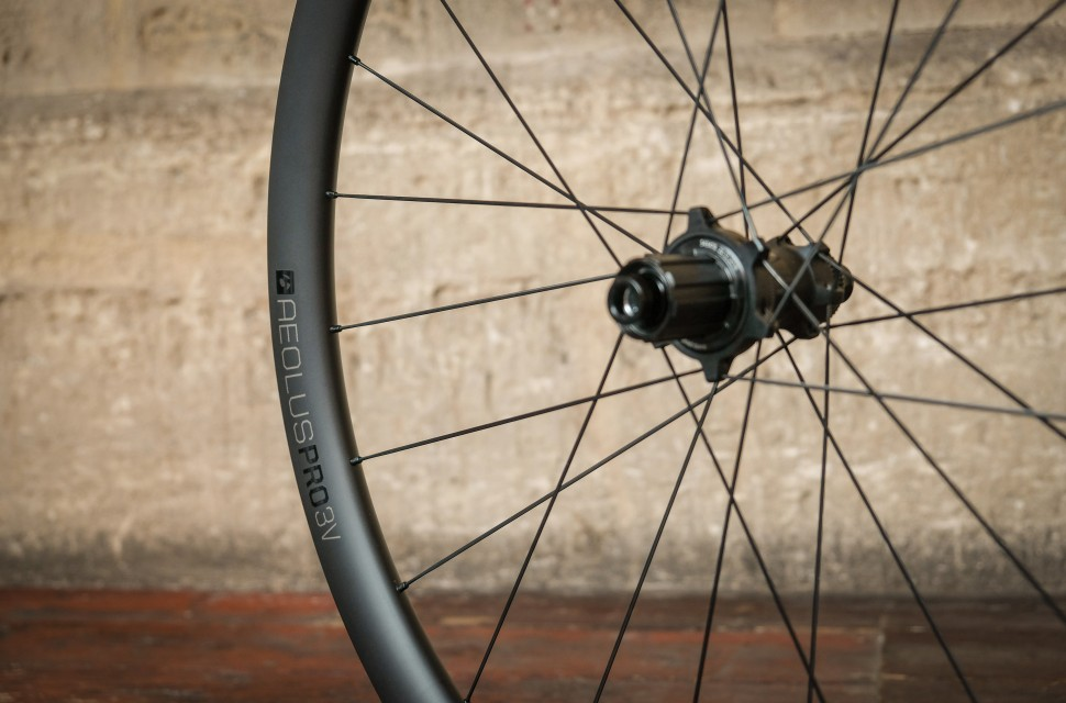 Bontranger Aeolus Pro 3V gravel wheels-4.jpg
