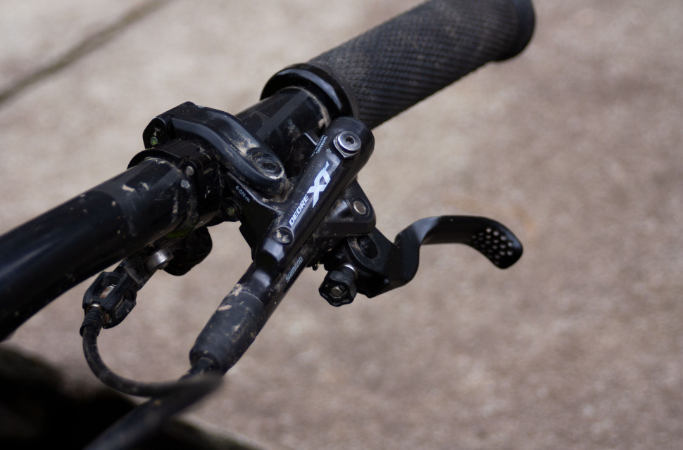 Deore XT 2020 review Brake lever and reservoir.jpg