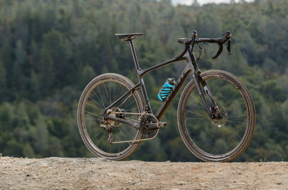Giant Revolt Advanced gravel bike.jpg