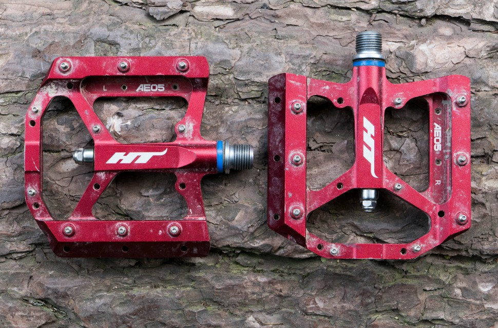 HT-AE05-flat-pedal-100.jpg