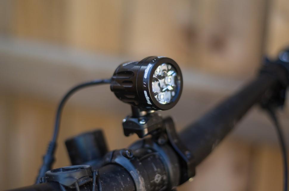UK Charger 4 Cell Battery LED Vision Light Lightweight Hope Technology R4