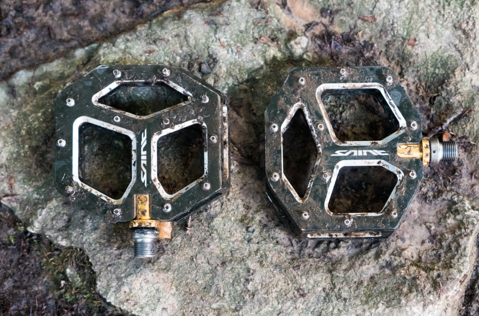 Shimano PD-M828 Saint flat pedals