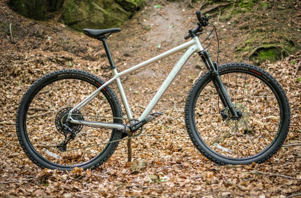 Specialized Rockhopper Expert 2020 whole bike.jpg