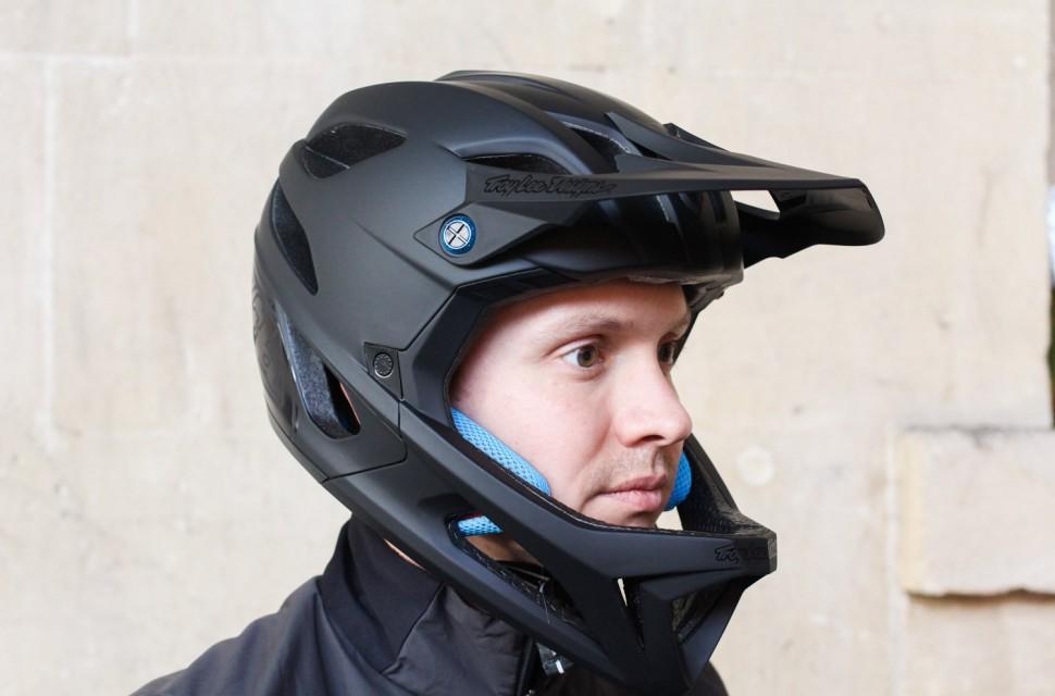 Troy-Lee-Designs-Stage-fullface-helmet-review-100.jpg